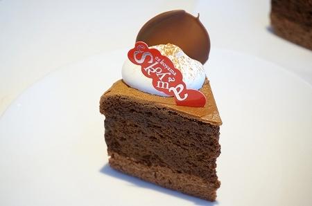 エスコヤマ「蒸し焼きショコラ」チョコレートケーキ