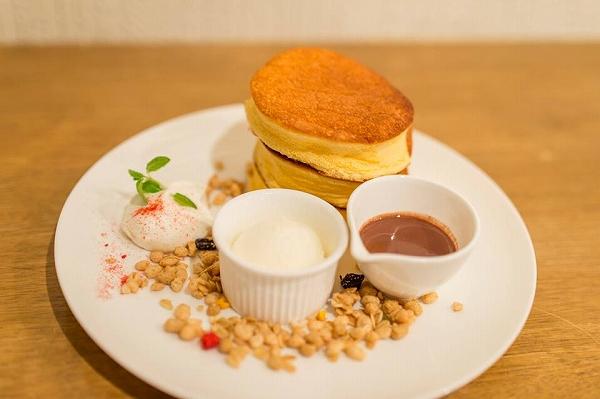 ふわふわスフレパンケーキ(カカオソース付き)