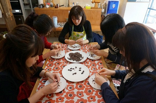 第9回カカオ豆から手作りチョコレートワークショップ チョコレート研究所