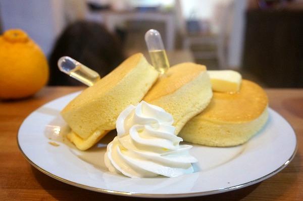 こだわり卵のスフレパンケーキ(はちみつバター)