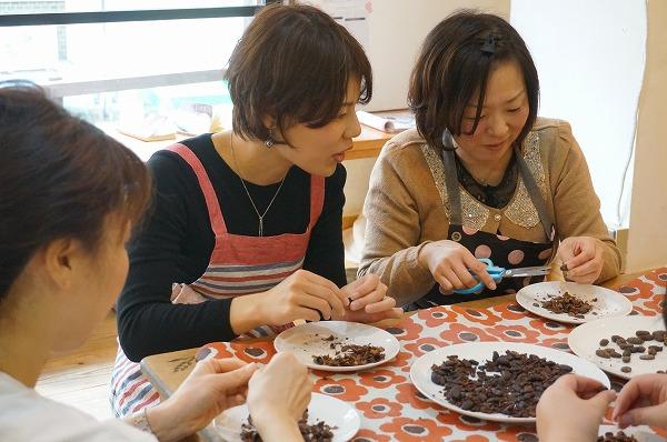 チョコレート研究所大人気イベント 第14回カカオ豆から手作りチョコレートワークショップ